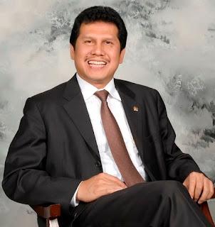 Asman Abnur Gantikan Yuddy Chrisnandi sebagai Menteri PANRB