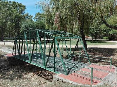 Puente para el tren del parque de Can Mercader