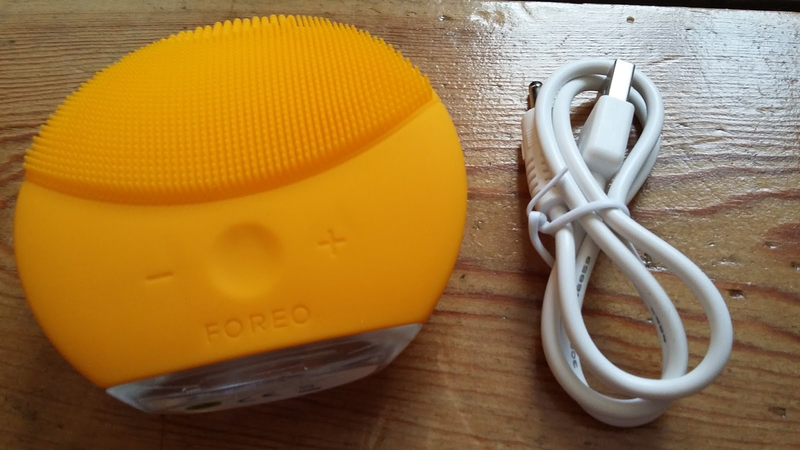 Foreo Luna Mini 2 Review And Play Preview Face Up Beauty The Portable Cleansing Device That I Have Been Throwing Into My Bag Lately Is New From It Comes With A Host Of Upgraded Features