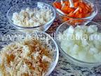 Ciorba de gaina preparare reteta - tocam legumele
