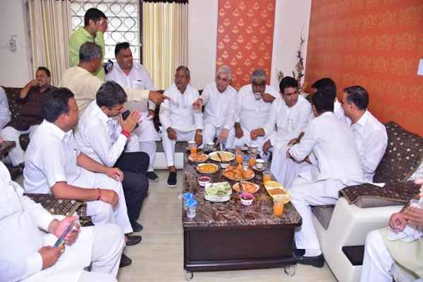 deepender-singh-hooda-meeting-at-vikas-verma-home-faridabad