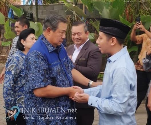 Pagi ini, SBY Hadiri Tahlil Akbar dan Pembacaan Manaqib di Ponpes Al Falah Sumberadi Wetan