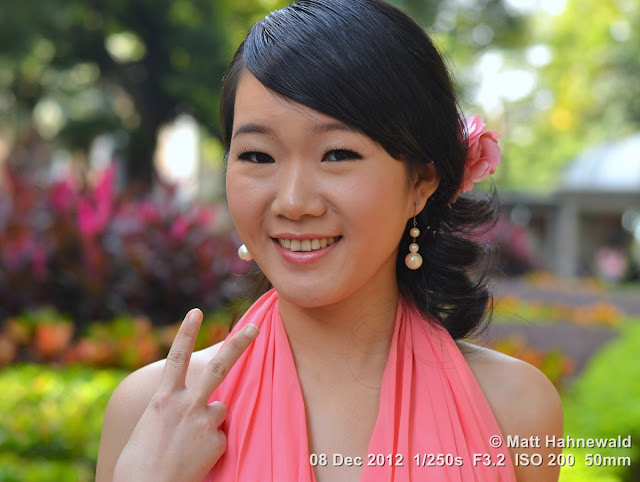 people, street portrait, East Asia, China, V sign, Chinese beauty, Chinese woman, © Matt Hahnewald, Facing the World, 50 mm prime lens, Guangshou, Guangdong Province