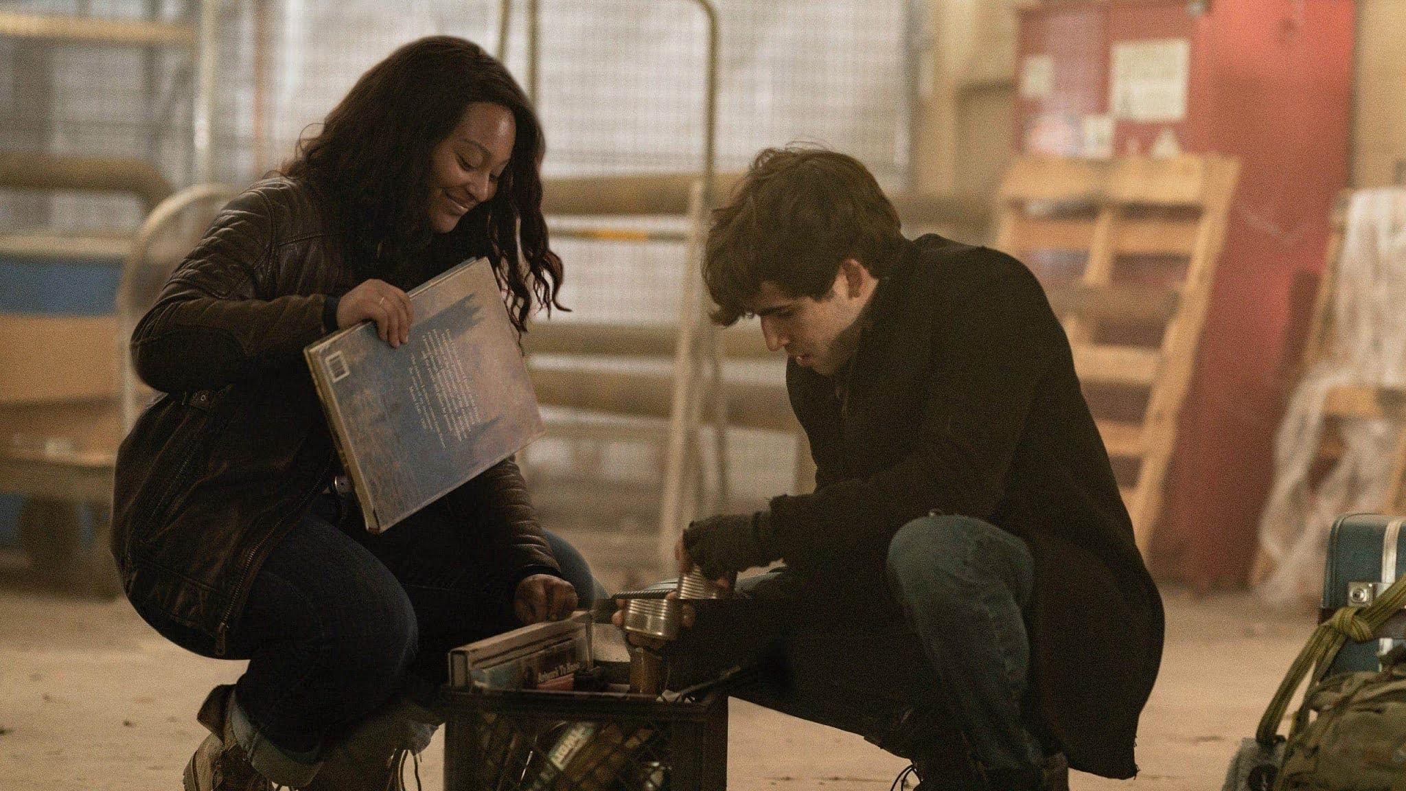 Percy e Iris tonteanen el episodio 1x07 de The Walking Dead: World Beyond