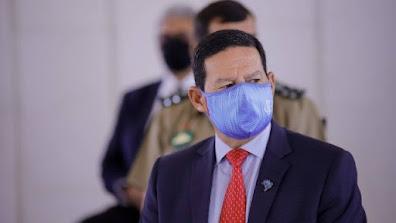Mourão desmente Bolsonaro e diz que governo comprará vacina chinesa