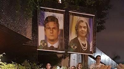 fotos de Moro e Cármen Lúciana casa noturna