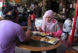 hobi makan menghasilkan banyak duit sekaligus bertravelling gratis