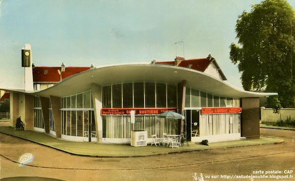 Alençon - La gare routière  Architectes: Roger Vissuzaine, Louis Longuet  Construction: 1958