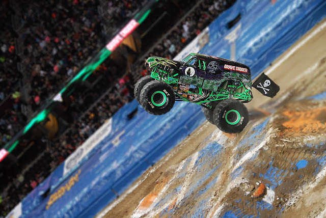 Monster Jam Triple Threat in CLE | Grave Digger freestyle