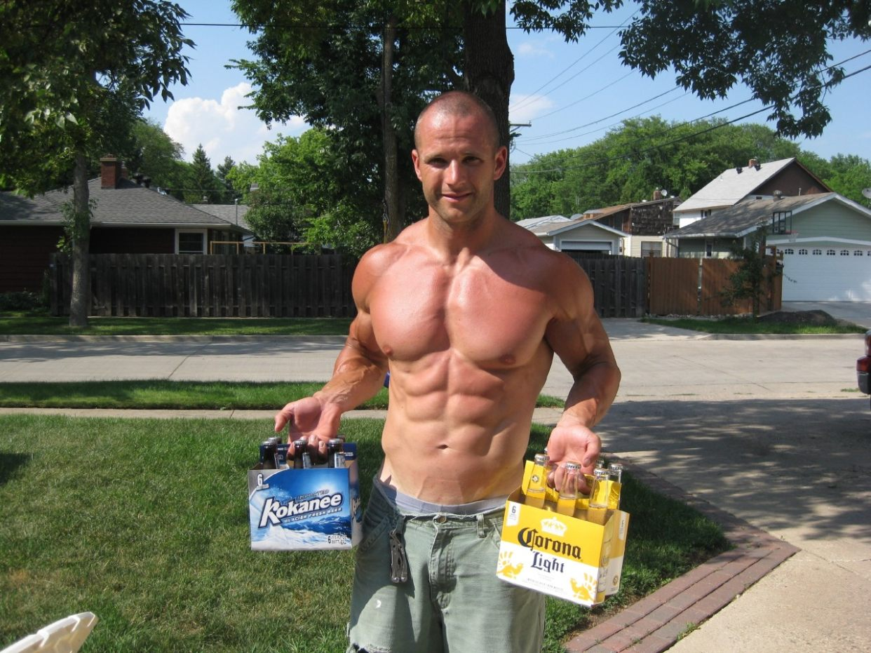 shirtless-straight-bald-muscle-top-daddy-neighbor-ripped-body-dilf-light-beer