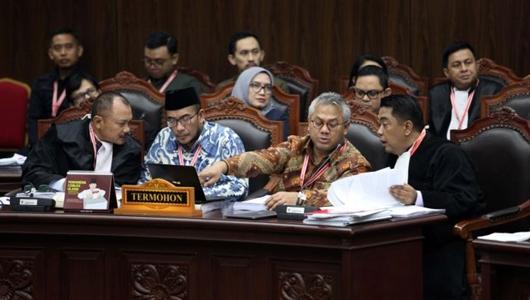 Pertanyaan Tim Hukum Prabowo - Sandi ke Anas Nashikin Bikin Komisioner KPU Naik Pitam