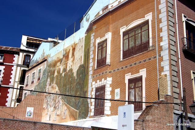 Trampantojo del Colegio de la Paloma. Calle de San Francisco