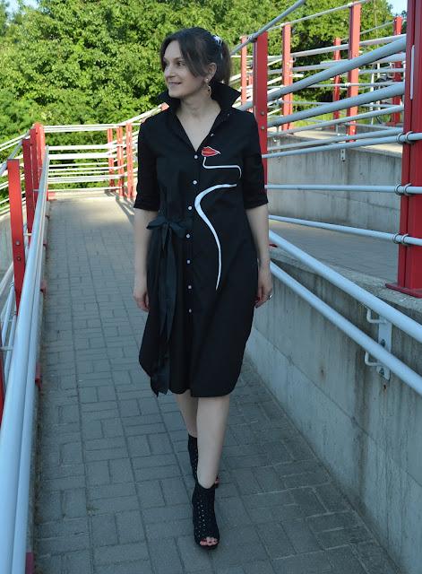 Długa czarna koszula