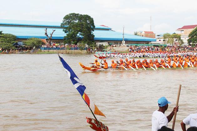 Course de bateaux à Kampong Thom