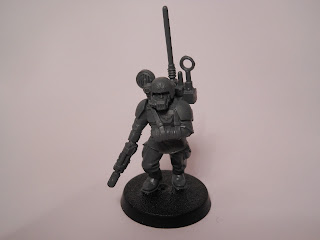 Shadow War: Armageddon cadian kill team guardsman with broken arm