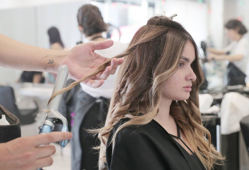Peluquerías encontraron un nicho reparar el cabello dañado de las mujeres