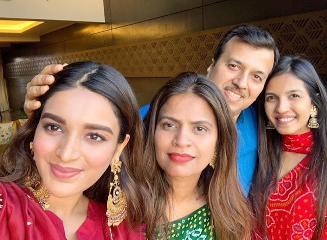 Nidhhi Agerwal mother, sister, father