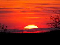 Mengapa Matahari Berwarna Merah? Cari Tahu Yuk Jawabannya!