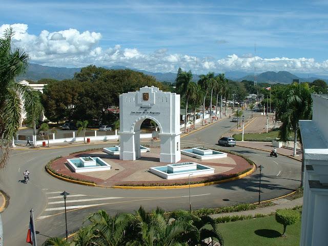 Resultado de imagen para ARCO DE TRIUNFO DE SAN JUAN DE LA MAGUANA