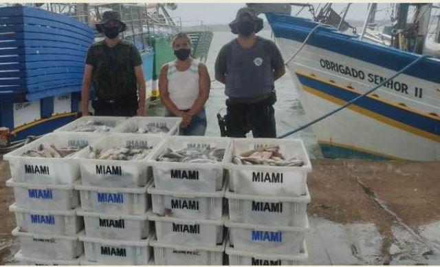 POLICIAMENTO AMBIENTAL MARÍTIMO FLAGRA PESCA IRREGULAR EM ILHA COMPRIDA