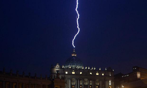 Paus Francis Terpilih, Awan Malaikat Muncul di Florida