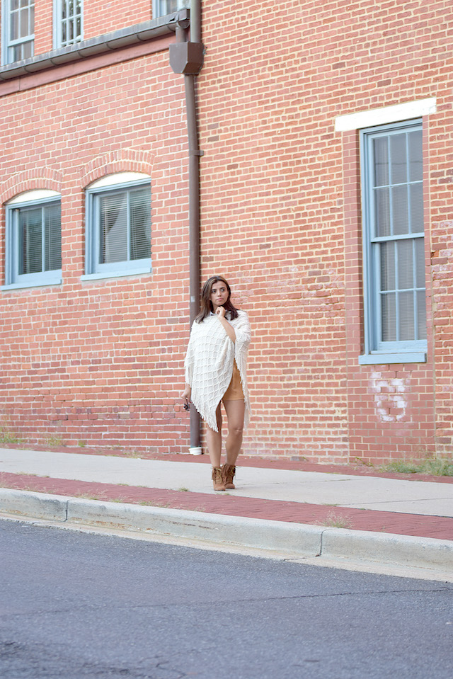 Wearing: Poncho: Choies Two Pieces Outfit: SheIn Boots/Botines: JustFab