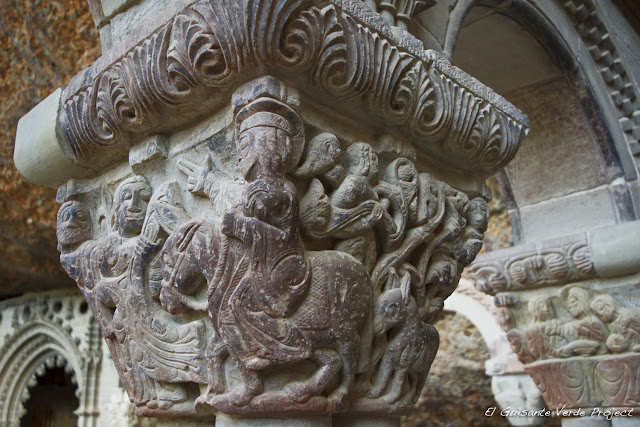 Monasterio de San Juan de la Peña, detalle capitel del claustro,  por El Guisante Verde Project