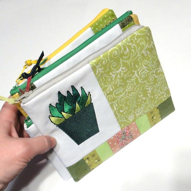 Косметичка на молнии с вышитыми кактусами - ручная работа, габардин и натуральный хлопок. Доставка почтой или курьером