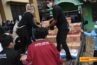LAZISMA MAJT Berikan Sembako  Warga Terdampak Banjir Demak