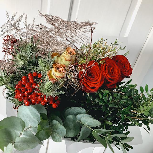 Moonpig Christmas flower bouquet