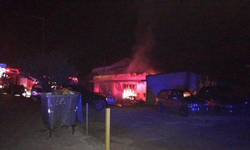 Φωτιά ξέσπασε τα ξημερώματα, από άγνωστη μέχρι στιγμής αιτία, σε φανοποιείο αυτοκινήτων, στην περιοχή της Πεδινής.