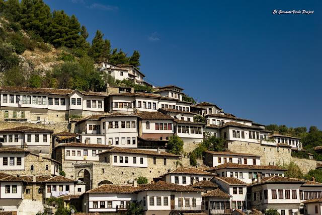 Las 'Mil Ventanas' de Berat - Albania, por El Guisante Verde Project
