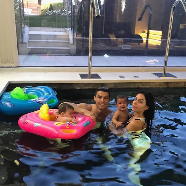 Cristiano-Ronaldo-house-and-cars-ronaldo-with-girlfriend-and-children-having-fun-in-pool