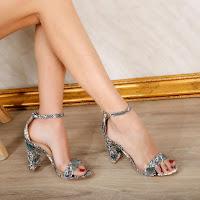 Sandale elegante cu imprimeu de sarpe cu toc