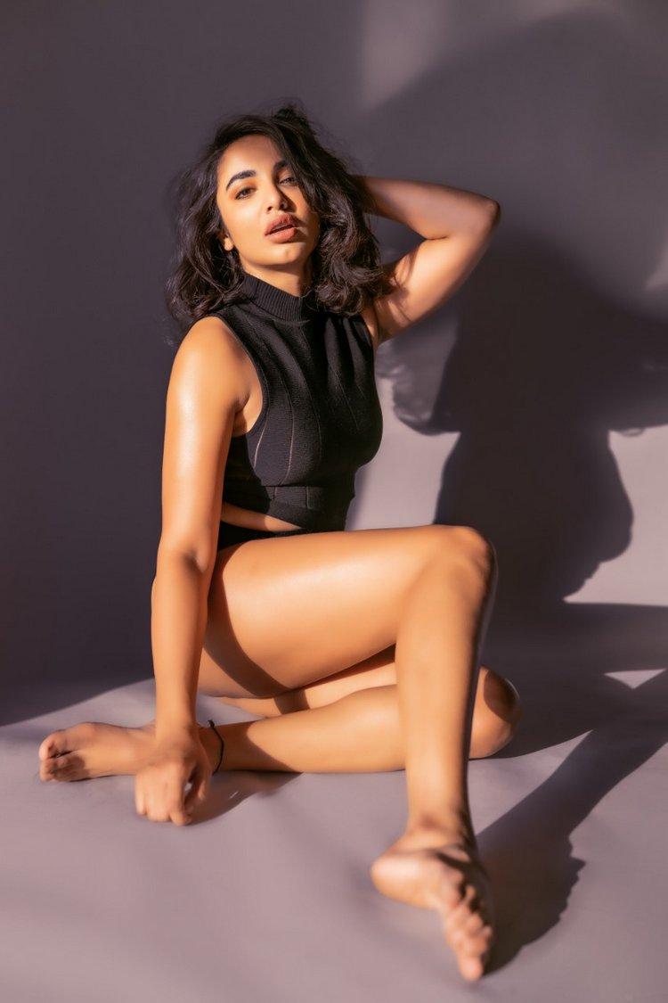 Tejaswi Madivada Hot Photos