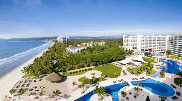 Dreams Riviera Cancun Resort & Spa All Inclusive is a luxurious oasis for couples and families with children. Set along a natural white-sand beach in the Riviera Maya, surrounded by lush tropical gardens and the crystal-clear Caribbean.