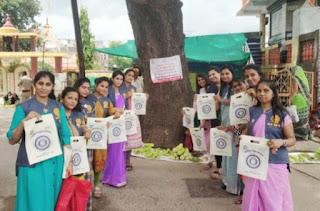 इनरव्हील क्लब आफ शक्ति झाबुआ ने शहर में जगह-जगह लगाए 'प्लास्टिक मुक्त भारत' के बेनर, कपड़े की थैलियों का किया वितरण