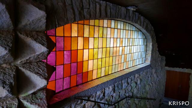 vidriera de colores del santuario de aranzazu