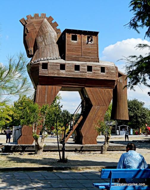 Réplica do Cavalo de Troia no Sítio Arqueológico de Troia, Turquia