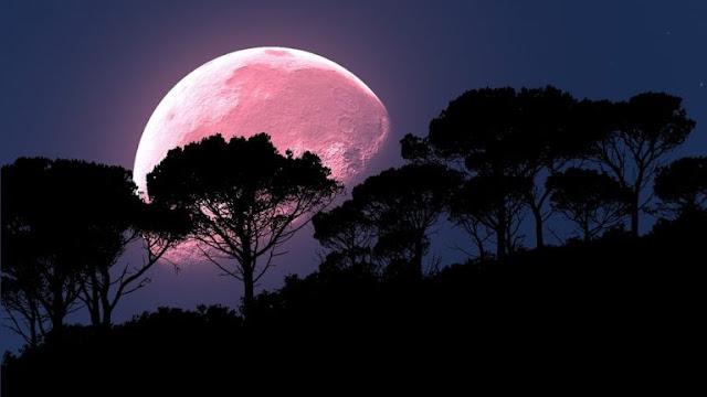 Por qué la luna llena de abril es el momento perfecto para el sexo de maquillaje