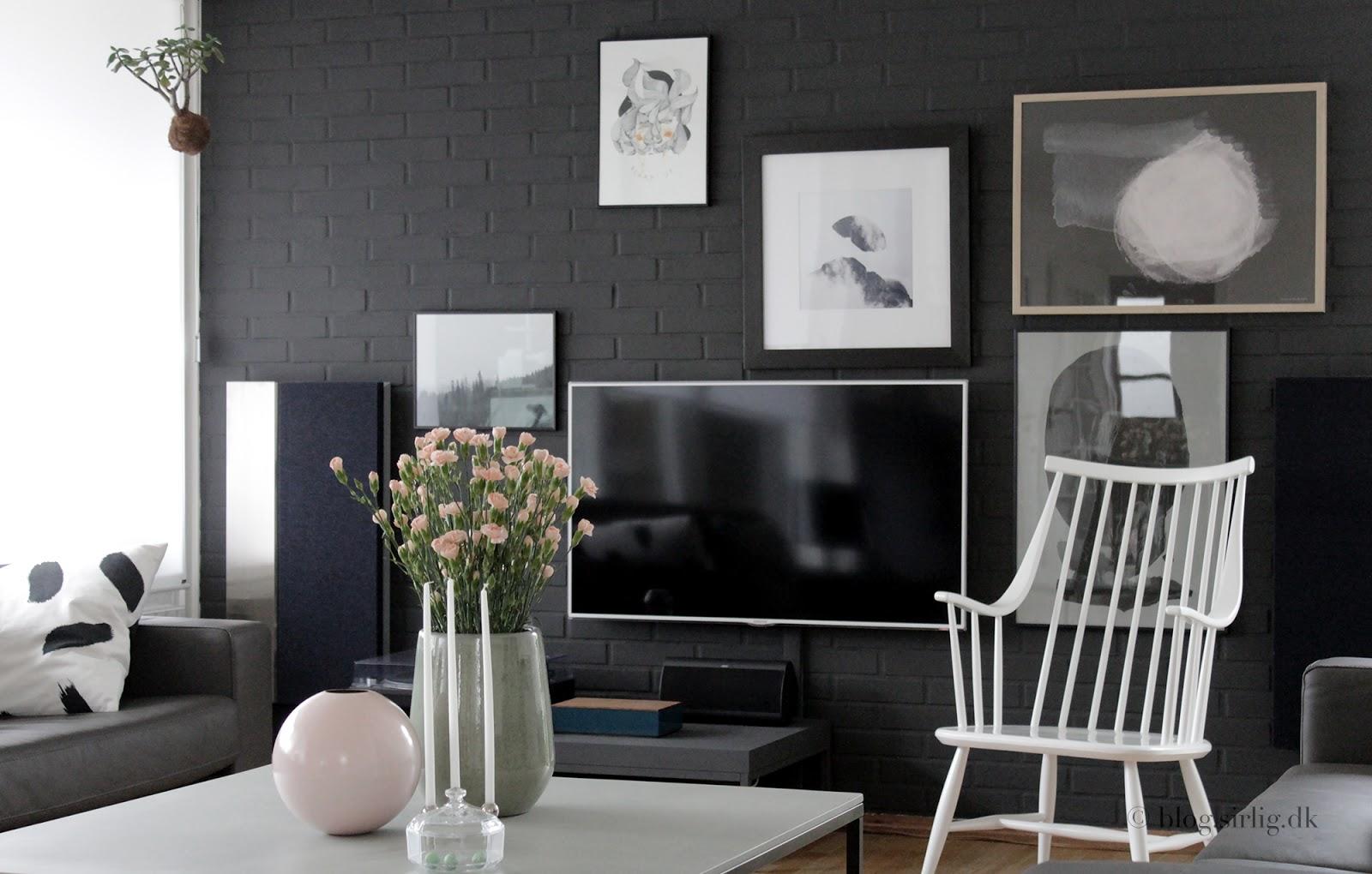 grå farve på væggen