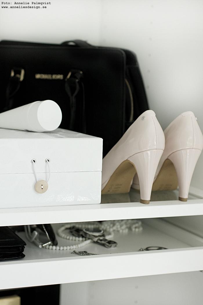 walk in closet, garderob, öppen, sminkhörna, sminkbord, sminkspegel, lampor i ramp, ikea, sminklampa, eiffeltorn, eiffeltornet, annelies design, webbutik,