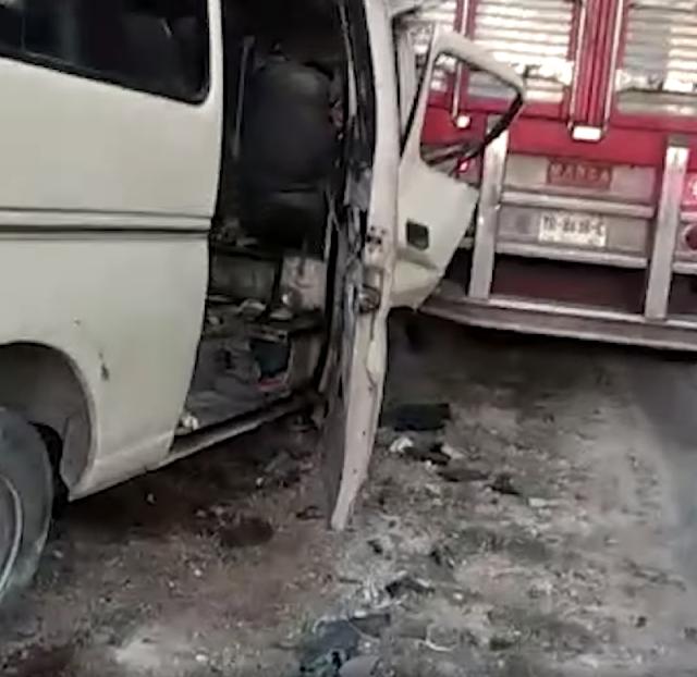 Transporte de empresa constructora se estampa contra tráiler estacionado: un muerto