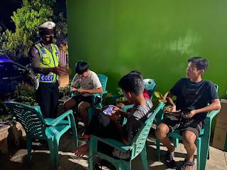Cegah Gangguan Kamseltibcar Lantas, Personil Satlantas Polres Enrekang Lakukan Patroli Malam