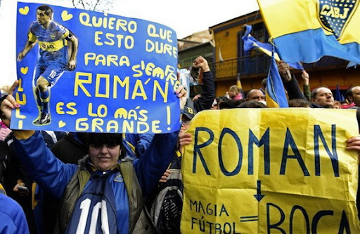 Boca Juniors fans gather outside La Bombonera stadium to persuade Juan Román Riquelme to stay