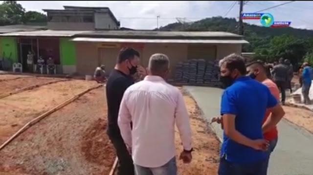 Vereadores Erneisson Aquino , Nael Vasconcelos  e Jalico Aquino, vistoriam obra no trecho da Avenida Dom Floriano em Óbidos