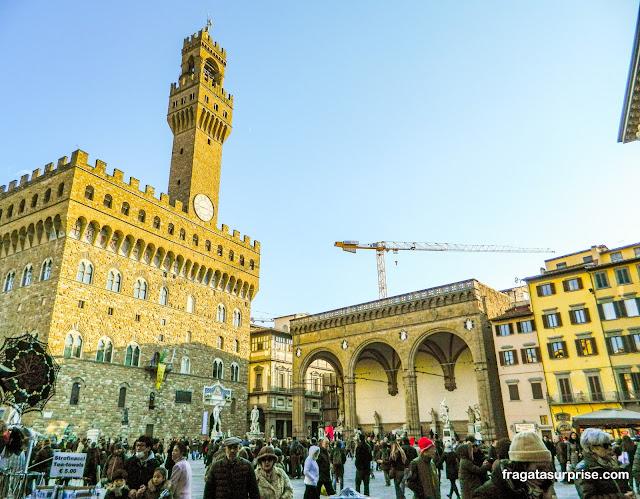 O Palazzo Vecchio e a Loggia dei Lanzi, na Piazza della Signoria, em Florença