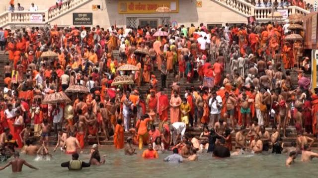 Ratusan Warga India Terinfeksi Corona Setelah Gelar Ritual Mandi Bersama di Sungai Gangga