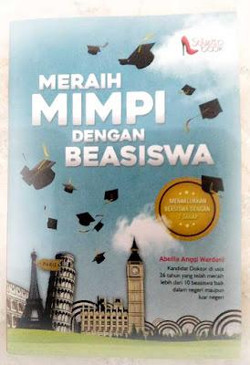 buku Meraih Mimpi dengan Beasiswa karya Abellia Anggi Wardani