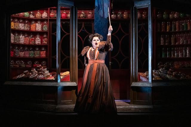 Humperdinck: Hansel and Gretel (Act 3) - Susan Bullock - Grange Park Opera 2019 (Photo Richard Hubert Smith)